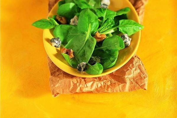 spinach salad with gorgonzola