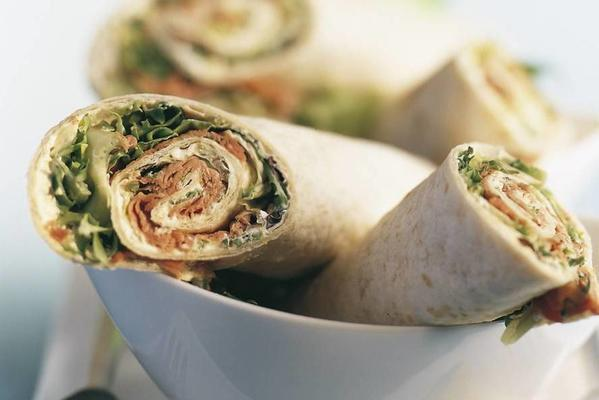 tortilla wraps with roast beef and sour cream