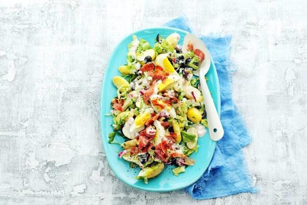 summer salad with egg and pancetta