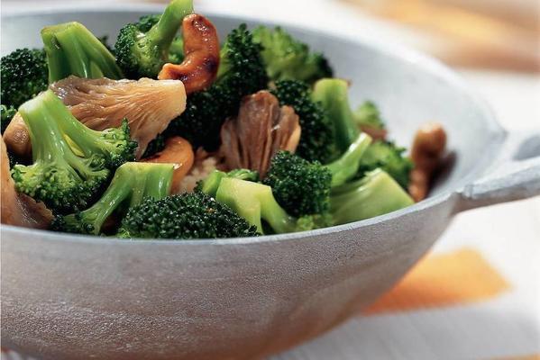 stir-fried broccoli and oyster mushrooms