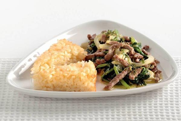beef strips with risotto cake