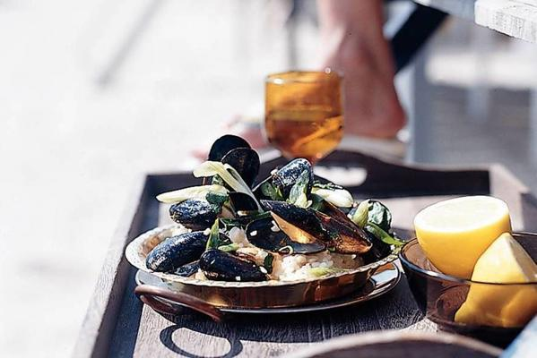 stir-fried mussels with creamy lemon rice