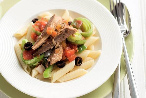 penne with peppers, leeks and mackerel