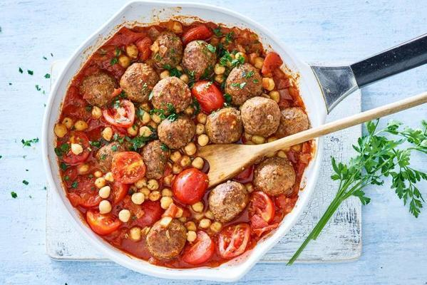 fast spanish tomato stew with meatballs