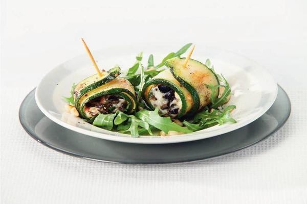 courgette rolls with pesto and mozzarella