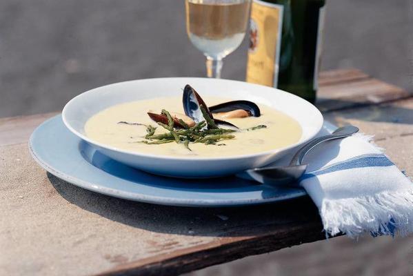 mussel-saffron soup