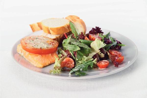 rucola salad with salmon from the oven