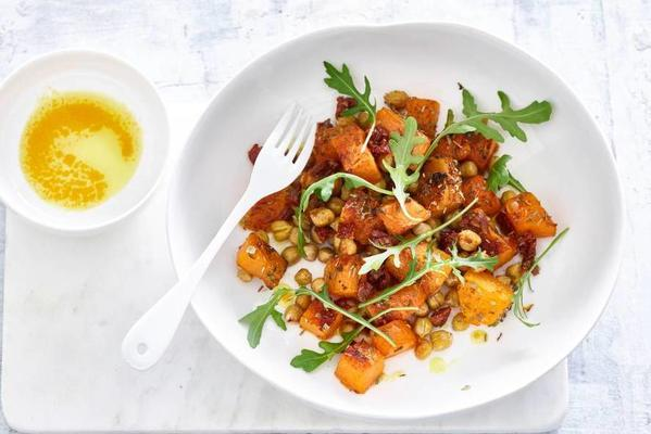 salad with chickpeas and pumpkin of ella mills