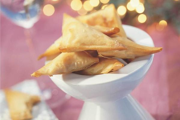 samosas with goat's cheese and sun-dried tomato tapenade