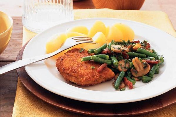 chicken cordon bleu with green beans and bacon