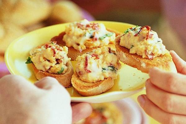 crostini with italian scrambled eggs