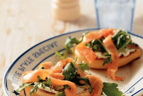 bagels with salmon