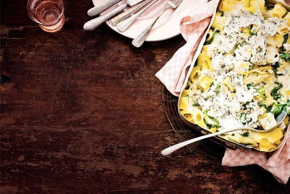 rigatoni with spinach, fennel and cheese