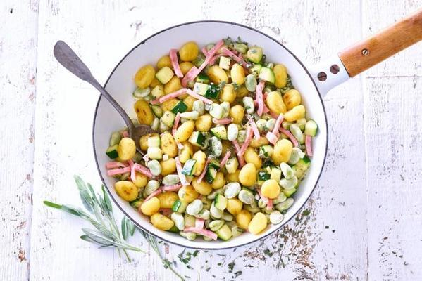 fried gnocchi with zucchini, broad beans and ham