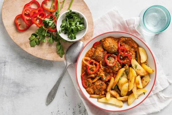meatballs in tomato sauce with fried potatoes