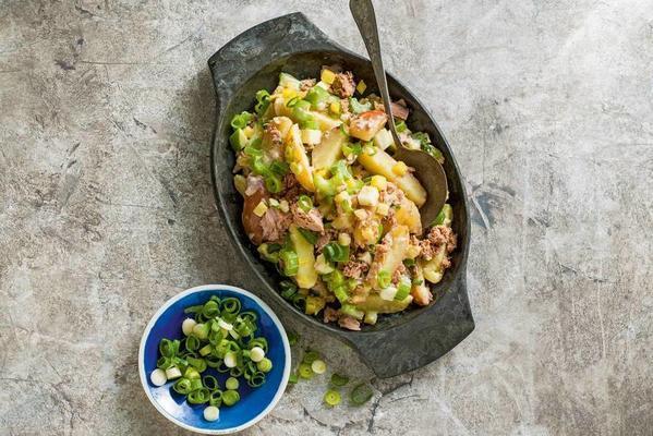 Potato salad with tuna
