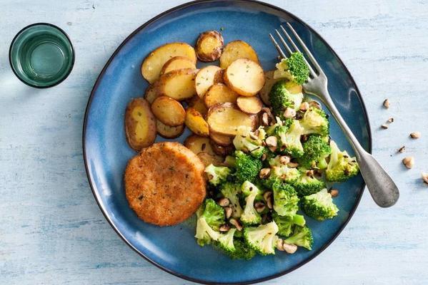 rosemary potatoes with salmon burger and broccoli
