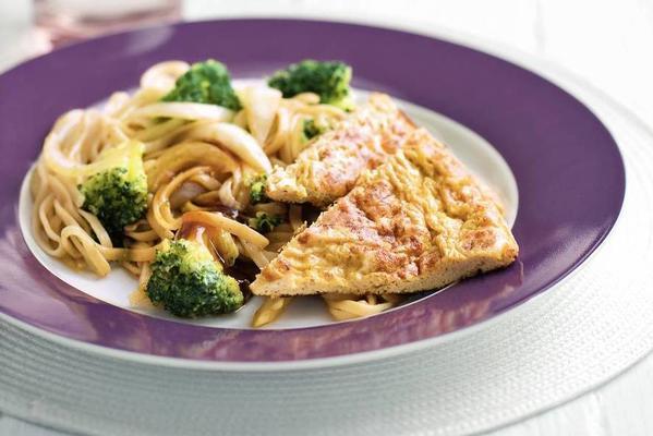 ketjap sesame omelette with broccoli and noodles