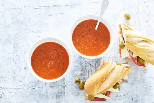 fast gazpacho with baguette