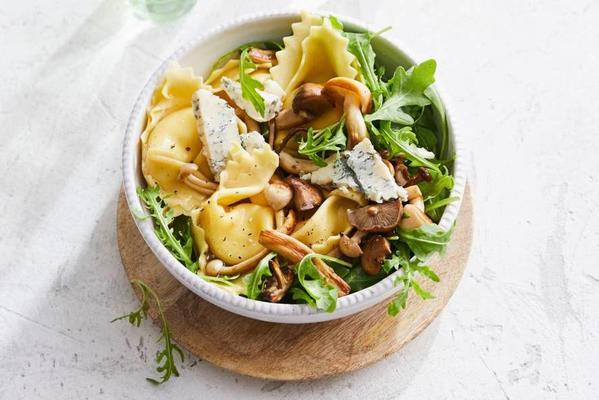 tortelloni with blue cheese and mixed mushrooms