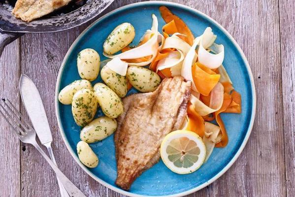 fried plaice with potatoes and root parsley