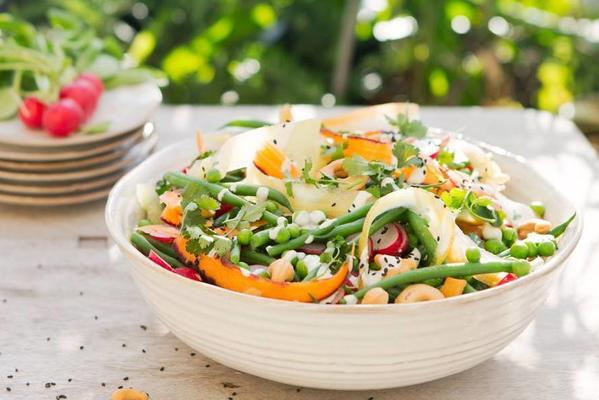 gingerbread salad with spicy radish