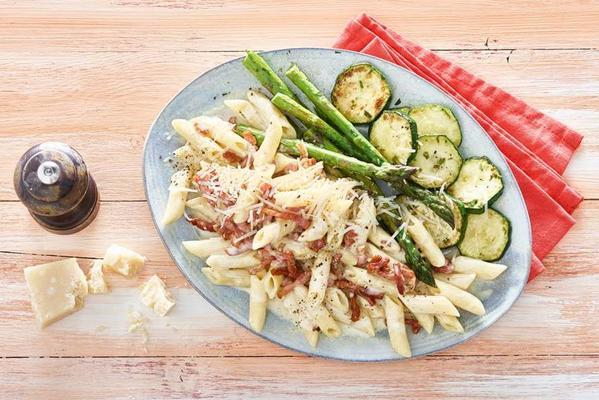 pasta carbonara with zucchini and asparagus