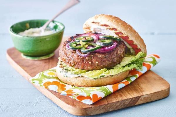 spicy beefburger with koriandermayo