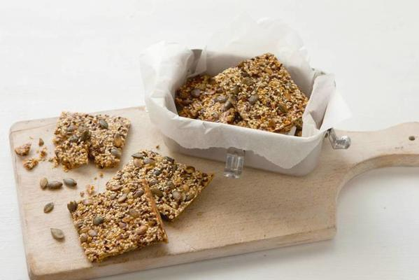 crackers with flax seeds and pumpkin seeds