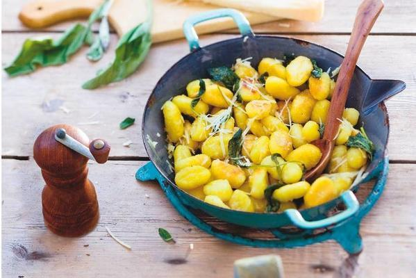 gnocchi with butter, sage and cheese