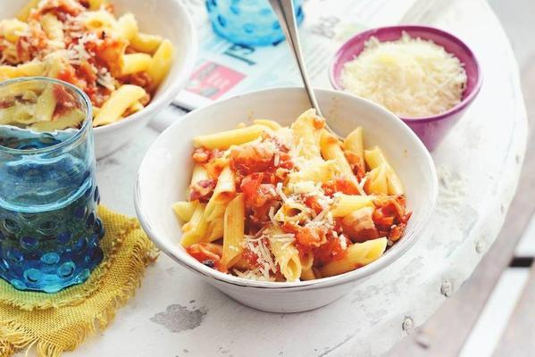 pasta with tomato and pancetta