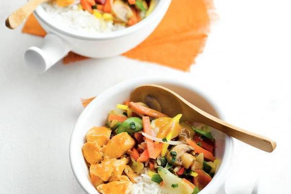 thai stir-fry dish with juicy chicken