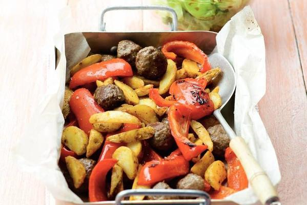 minced meat, potatoes and peppers from the oven
