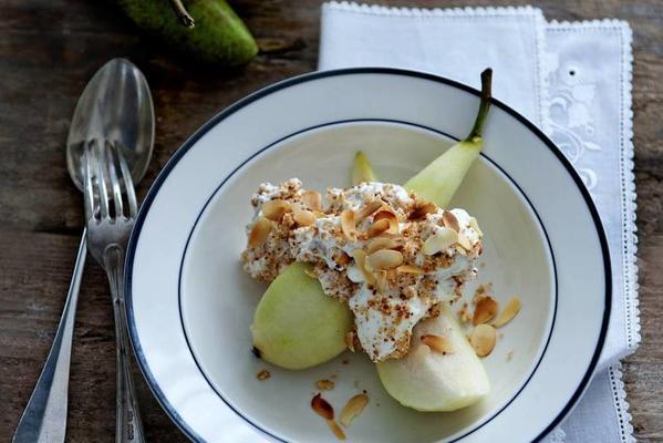 pears with macaron cream