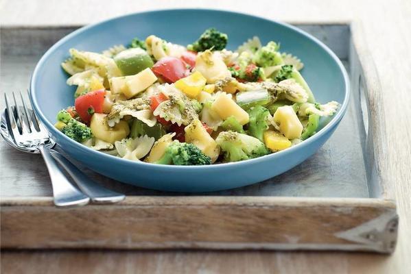 pasta pesto with paprika and broccoli