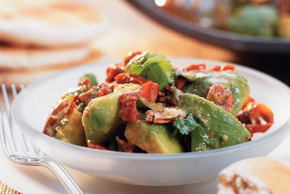 avocado salad with pecannuts