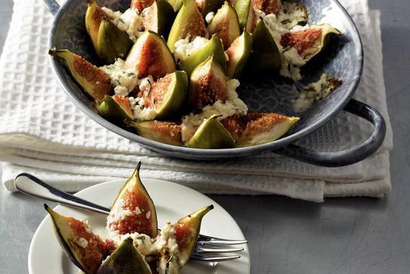 warm figs with goat's cheese and honey