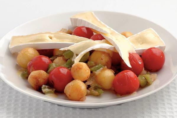 tomato salad with potatoes and brie