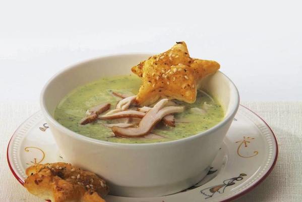 Mediterranean chicken courgette soup
