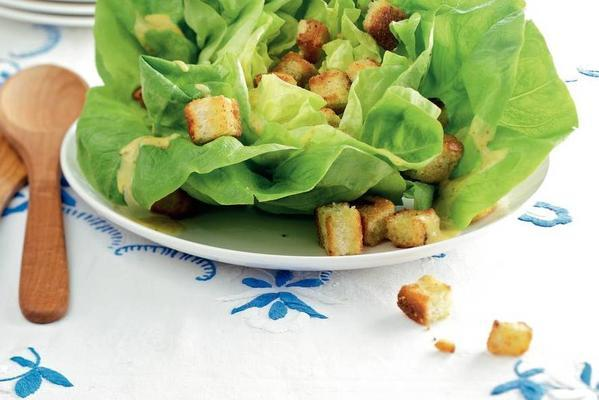 lettuce with croutons