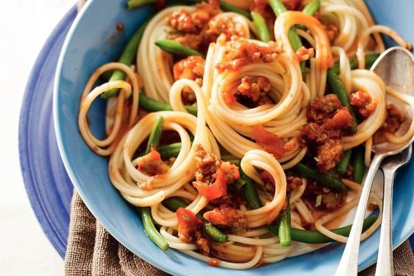 spaghetti with pit and beans