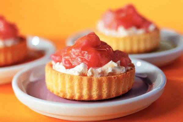 tarts with rhubarb