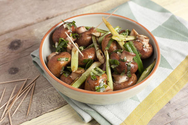 chestnut mushrooms with soy sauce and spring onions