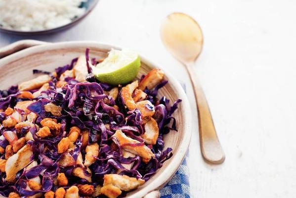 chicken strips with red cabbage and peanuts