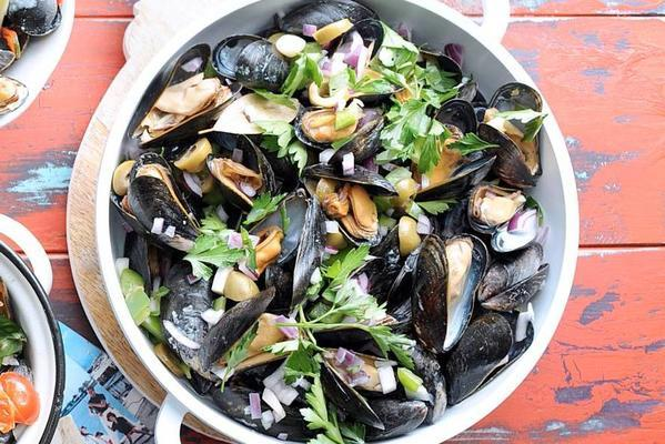 mussels with peppers and olives