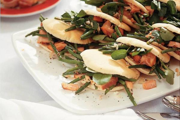 shoarma sandwiches with haricots verts and salmon