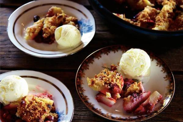 pear-blueberry crumble with port