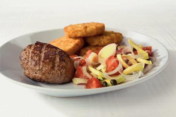 steak tartar with tomato salad