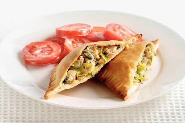 fish-leek packages with tomato salad
