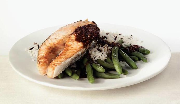 salmon with tamarind sauce